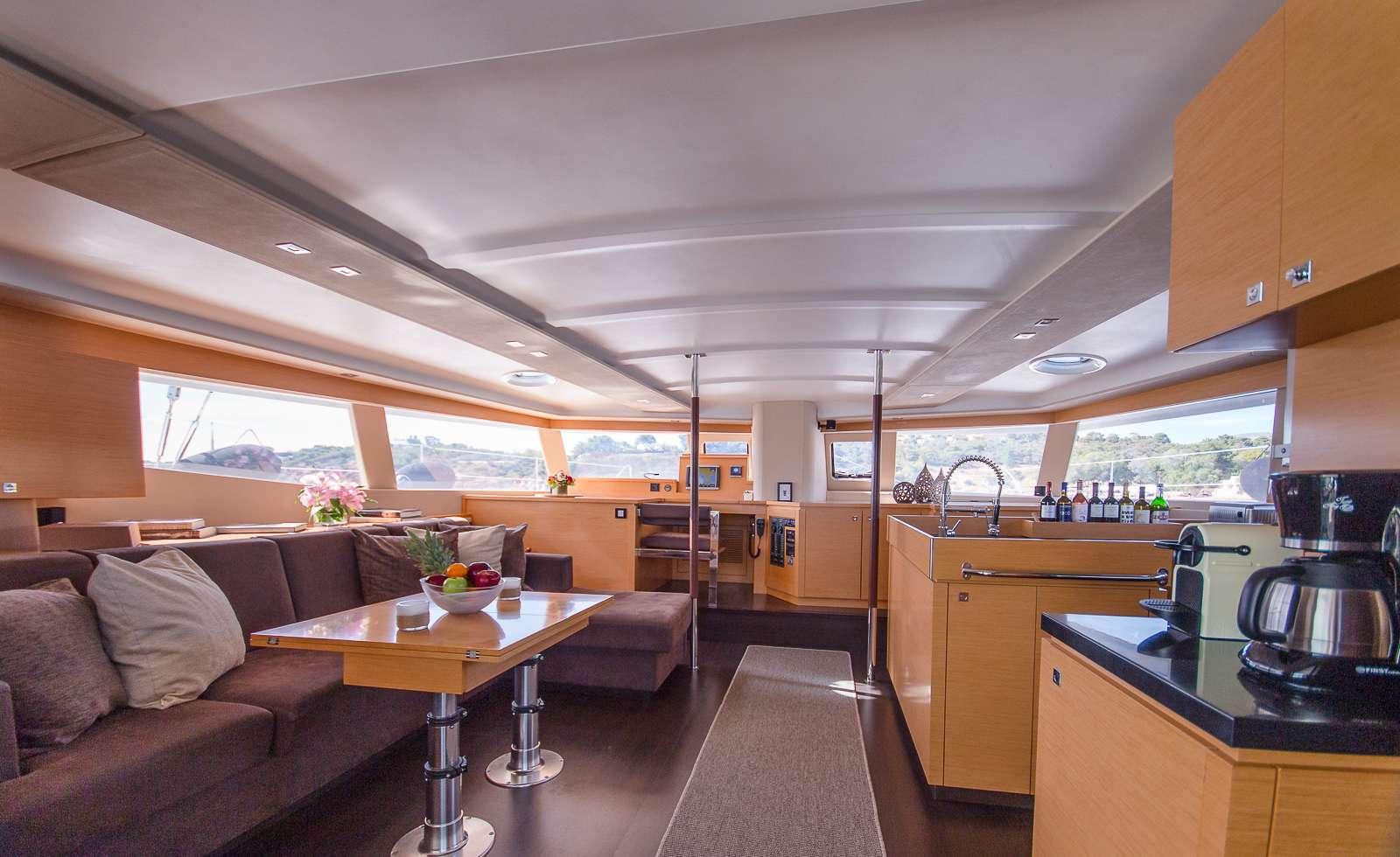 Catamaran Charter High Jinks Ii