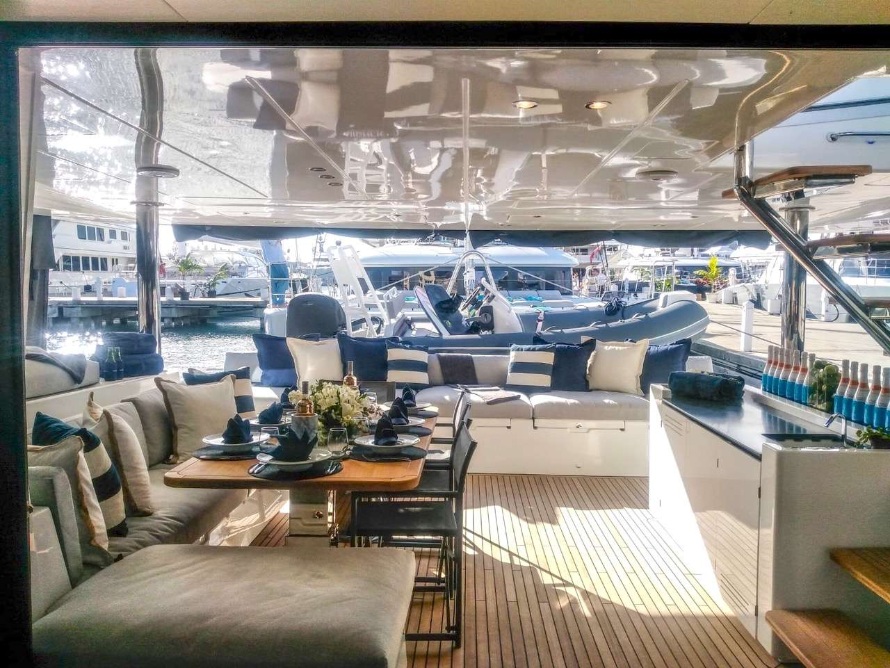 Alfresco dining on the aft deck