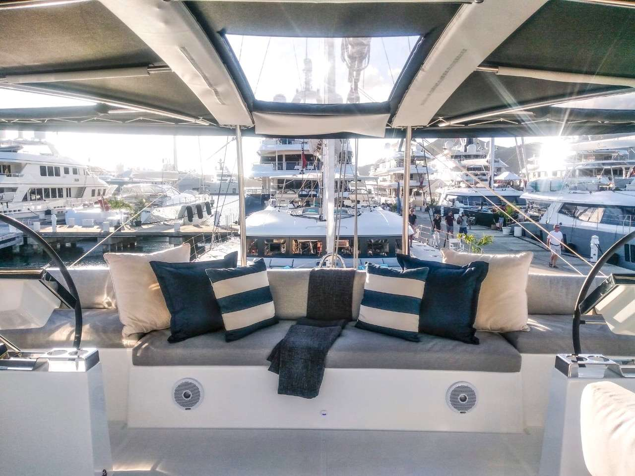 Flybridge helm and guest seating