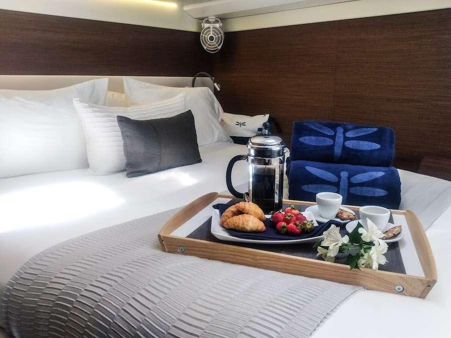 Starboard guest queen suite