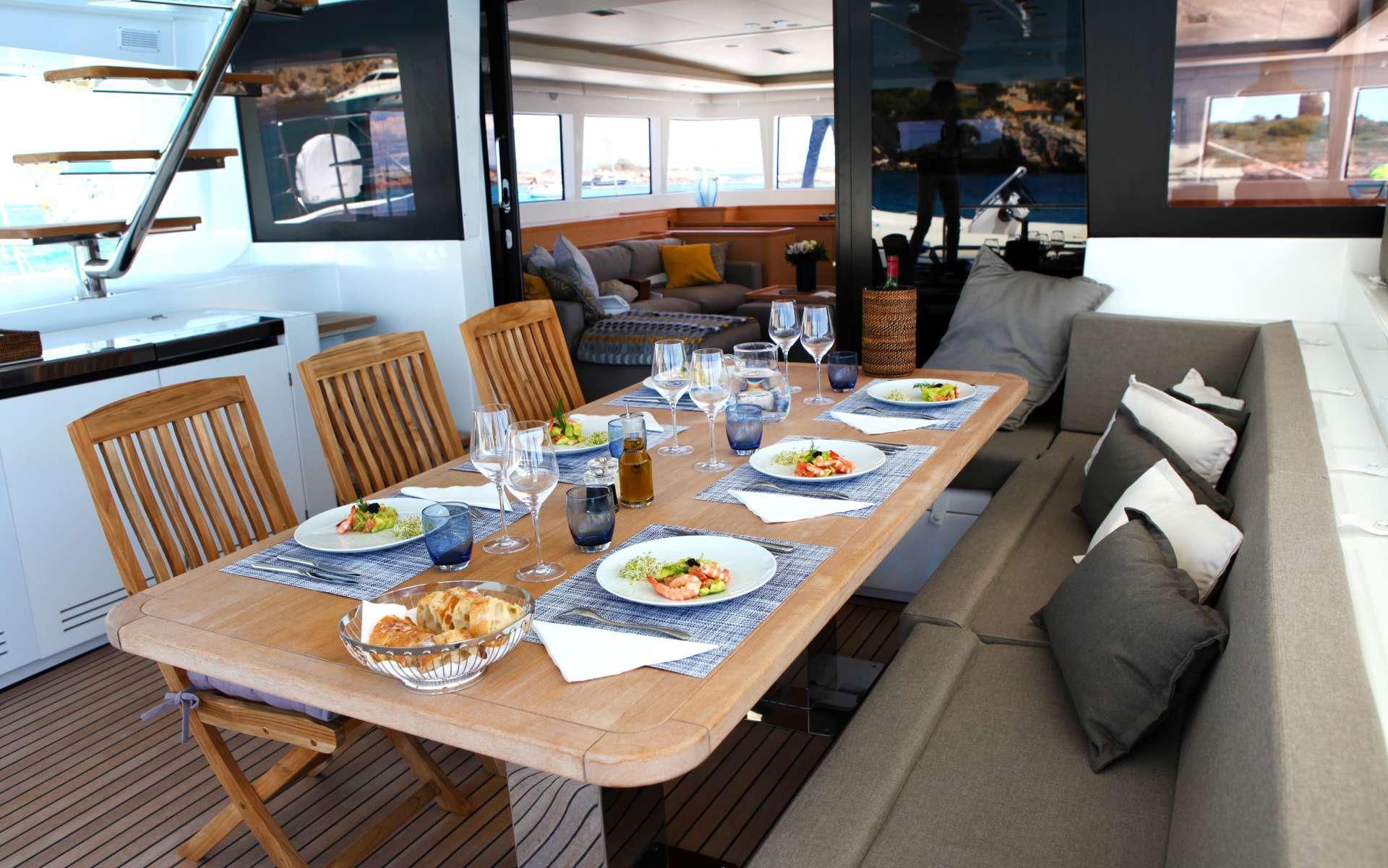 Yacht charter Lady M