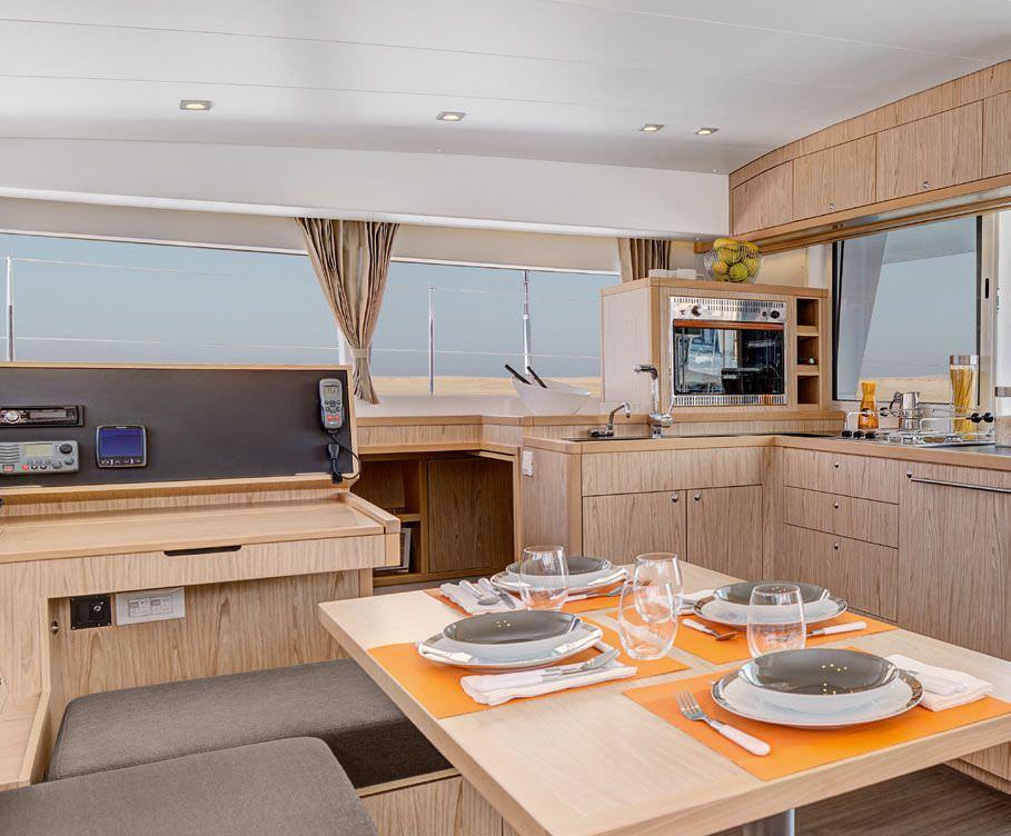 Catamaran Charter Caciarda