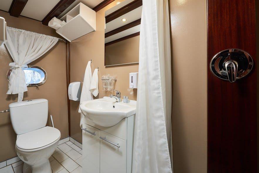 Gulet Nautilus, bathroom