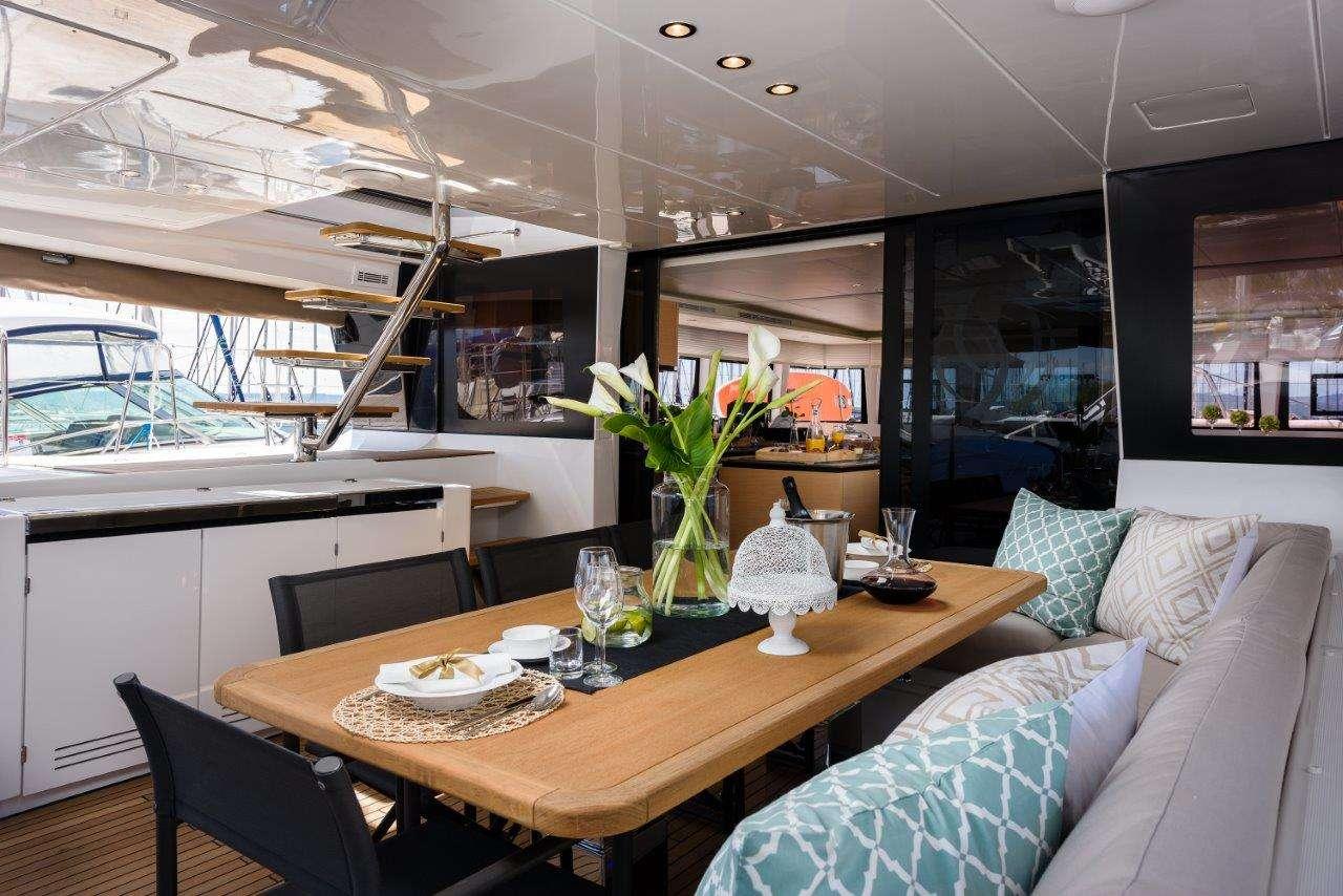 Catamaran Charter Opal (lagoon 620)