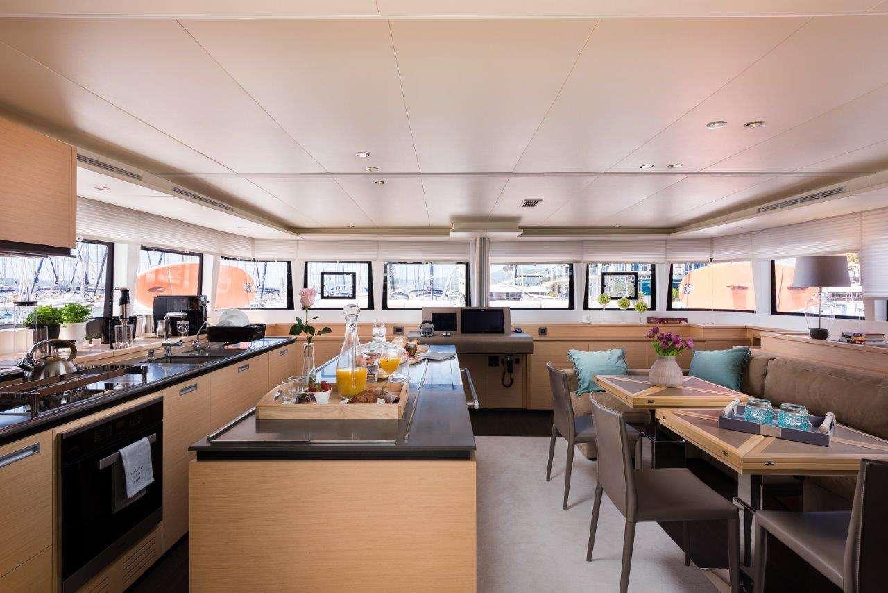 Yacht charter Opal (lagoon 620)