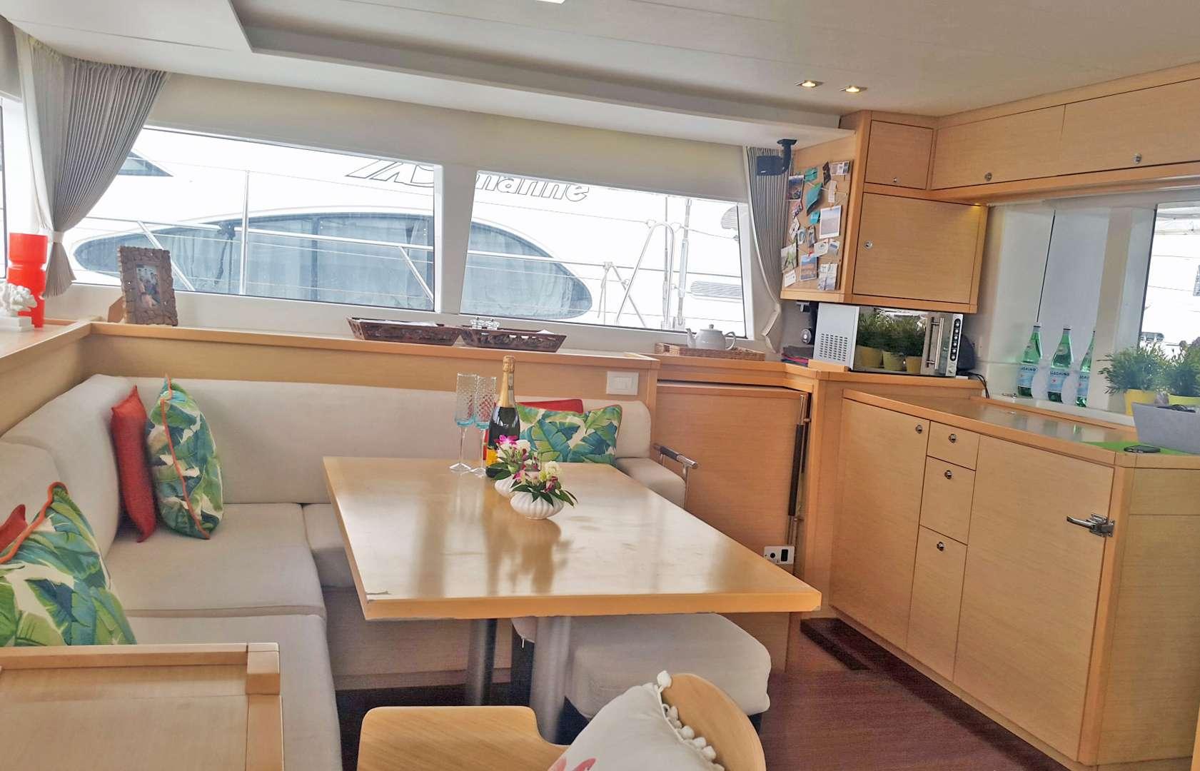 Yacht charter Hawkeye