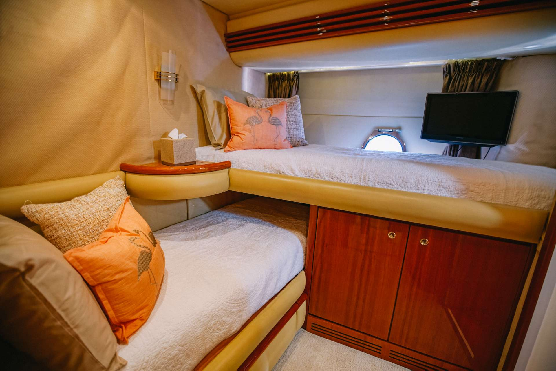Guest Cabin (Twin Convertible Queen)