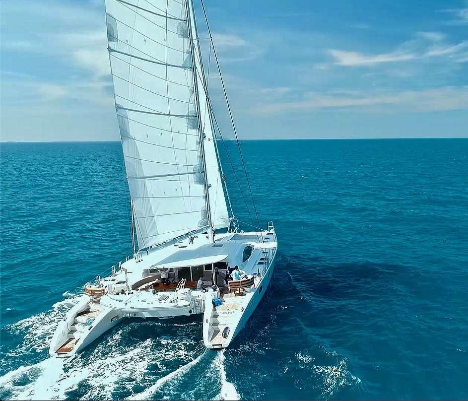 Catamaran Charter Laysan