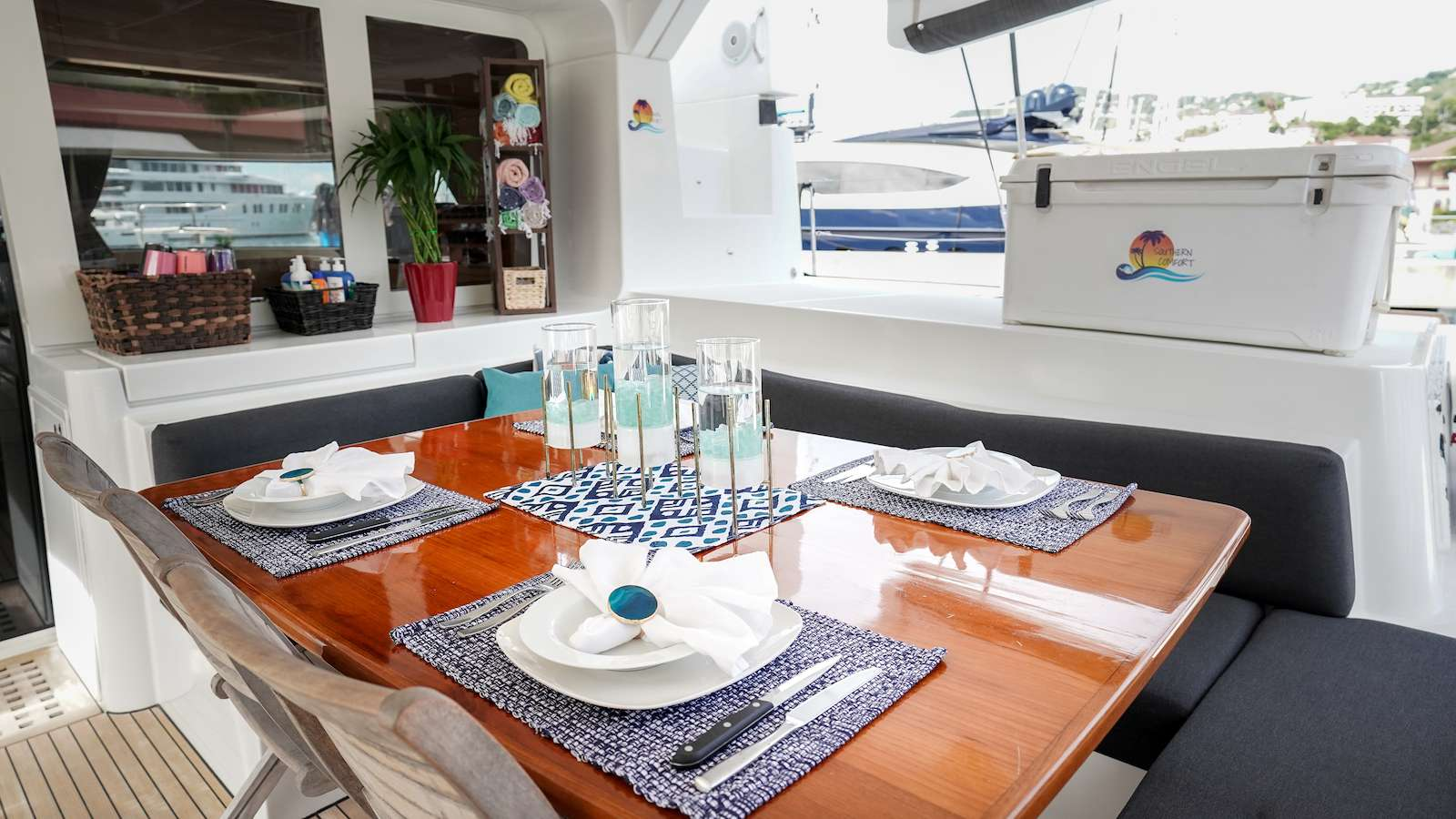 Elegant cockpit area, perfect for al fresco dining and lounging