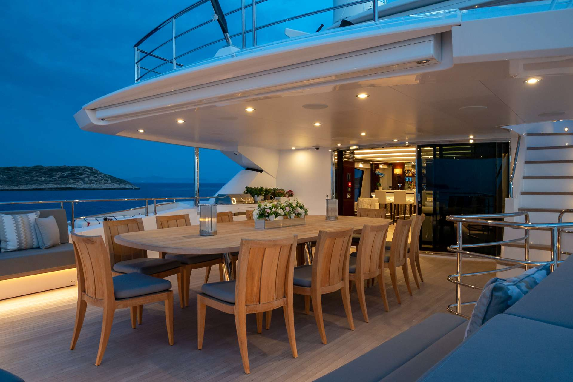 Upper deck dining area