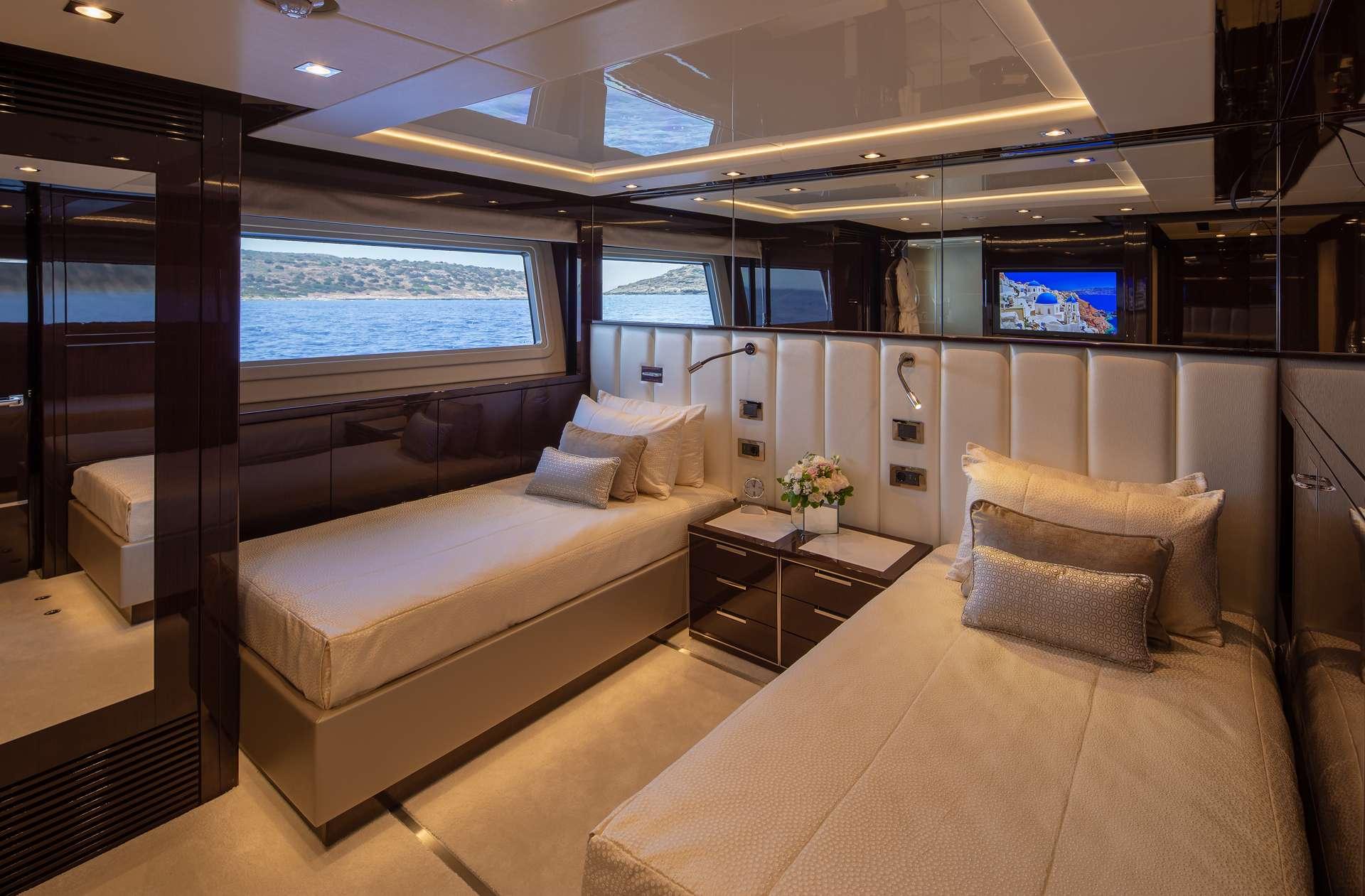 motor yacht AQUA LIBRA 131