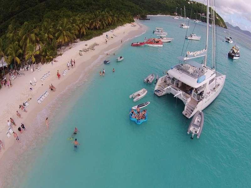 Catamaran Charter Bagheera L620