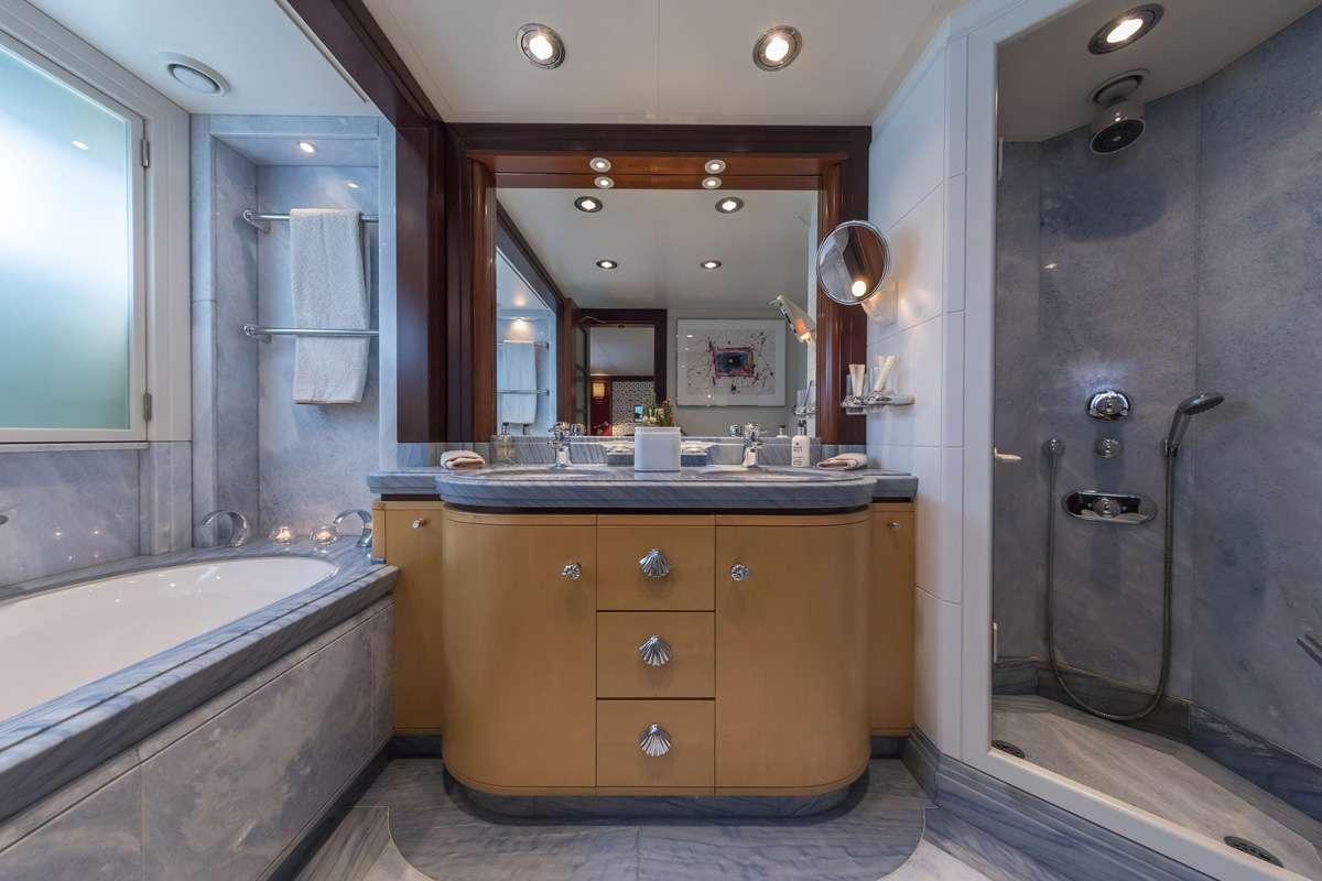 Twin Stateroom bath