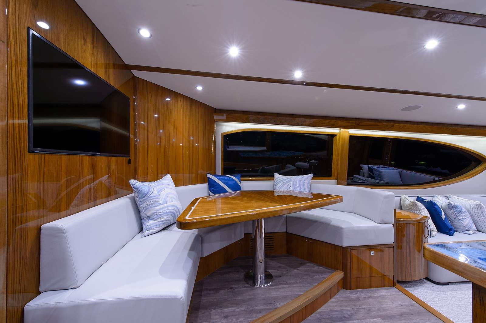motor yacht NOTORIOUS