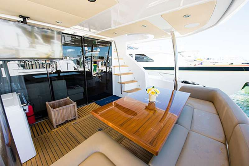 motor yacht Born to Run