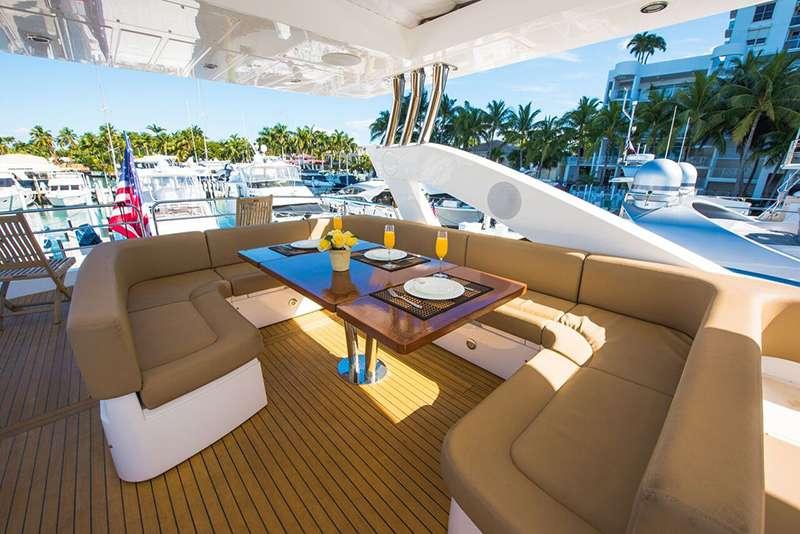 motor yacht Born to Run