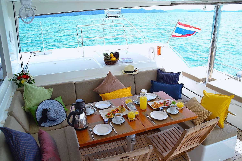 Yacht charter Seven