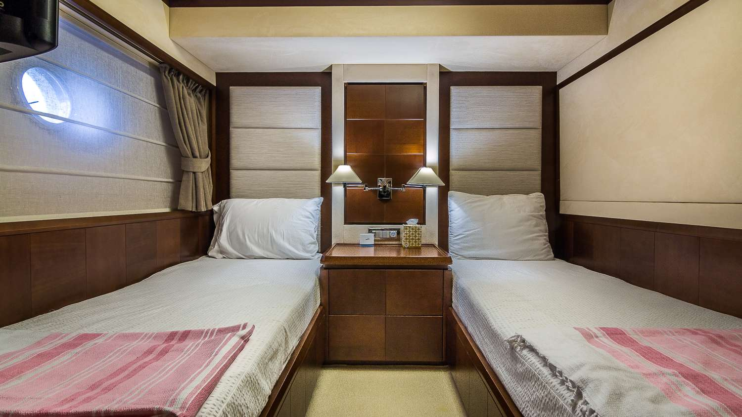 Starboard Guest Twin Stateroom