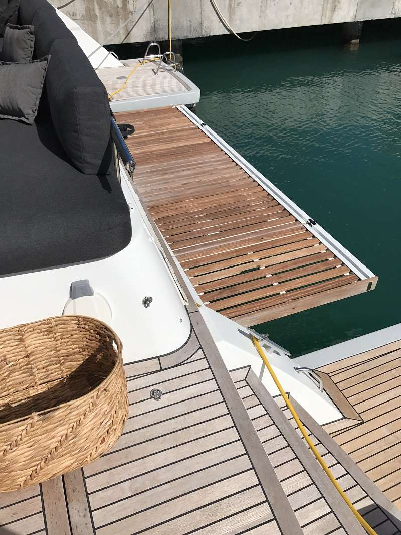 Catamaran Charter Ultra