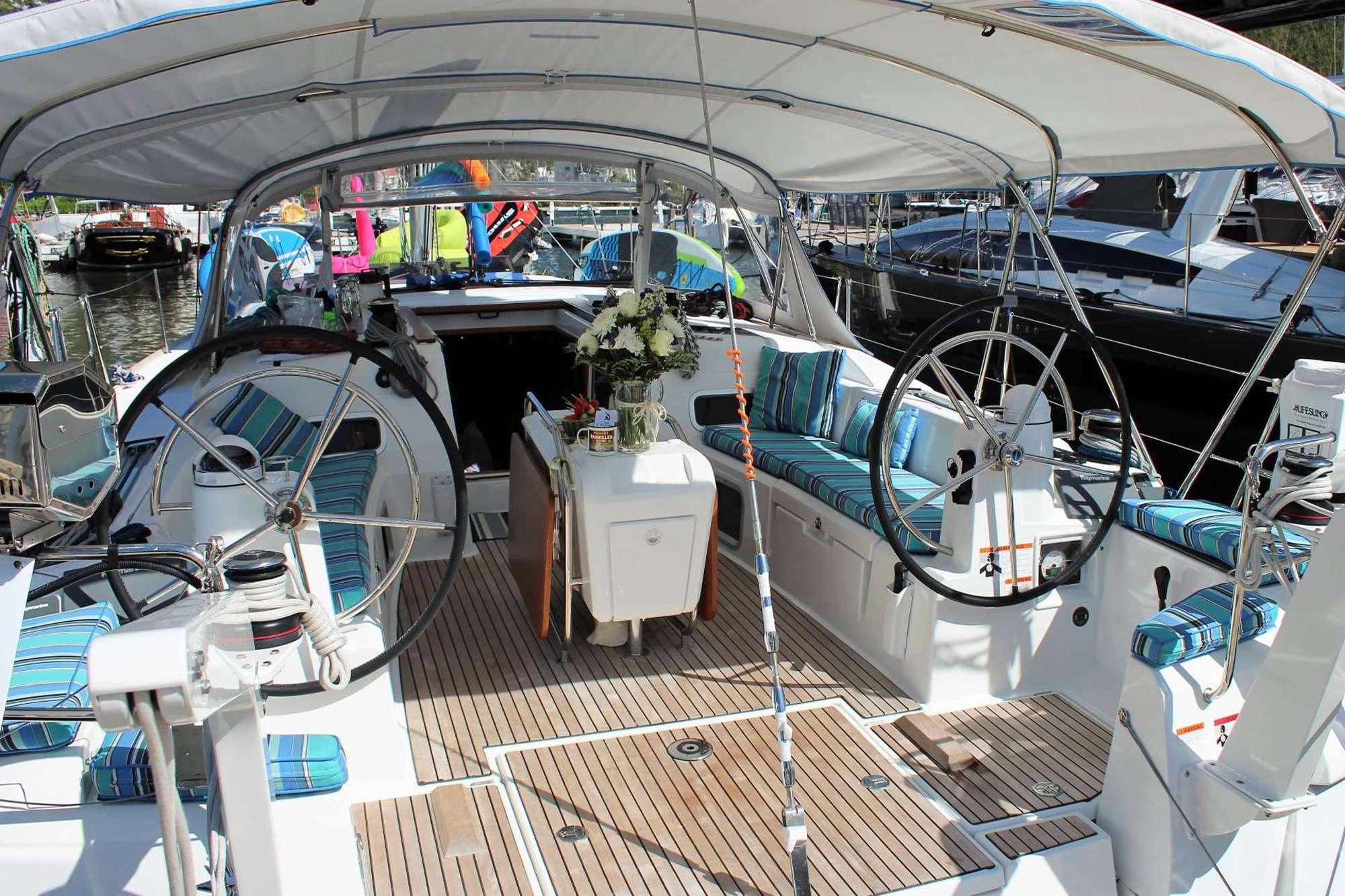 DAUNTLESS yacht image # 3