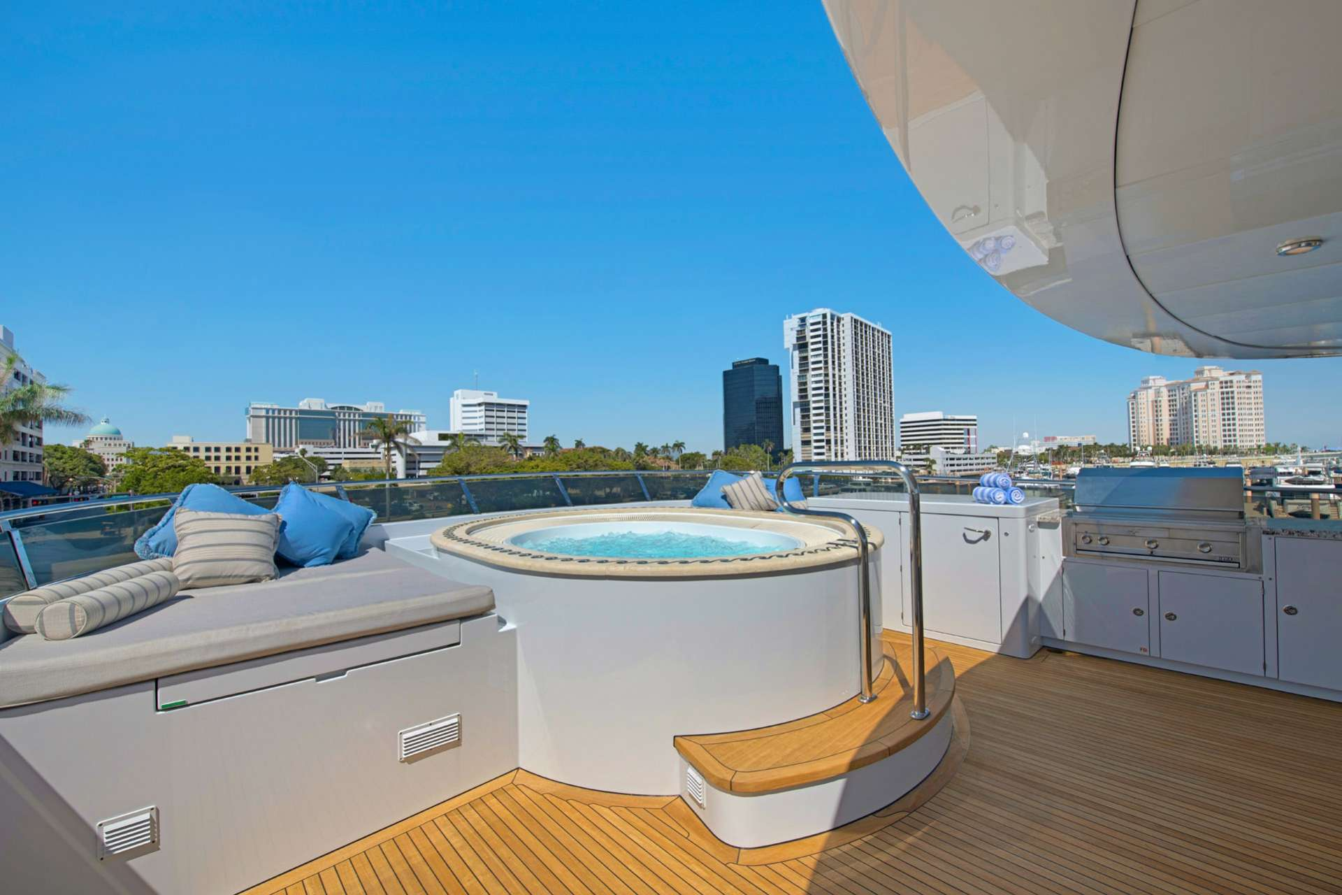 motor yacht TOP FIVE