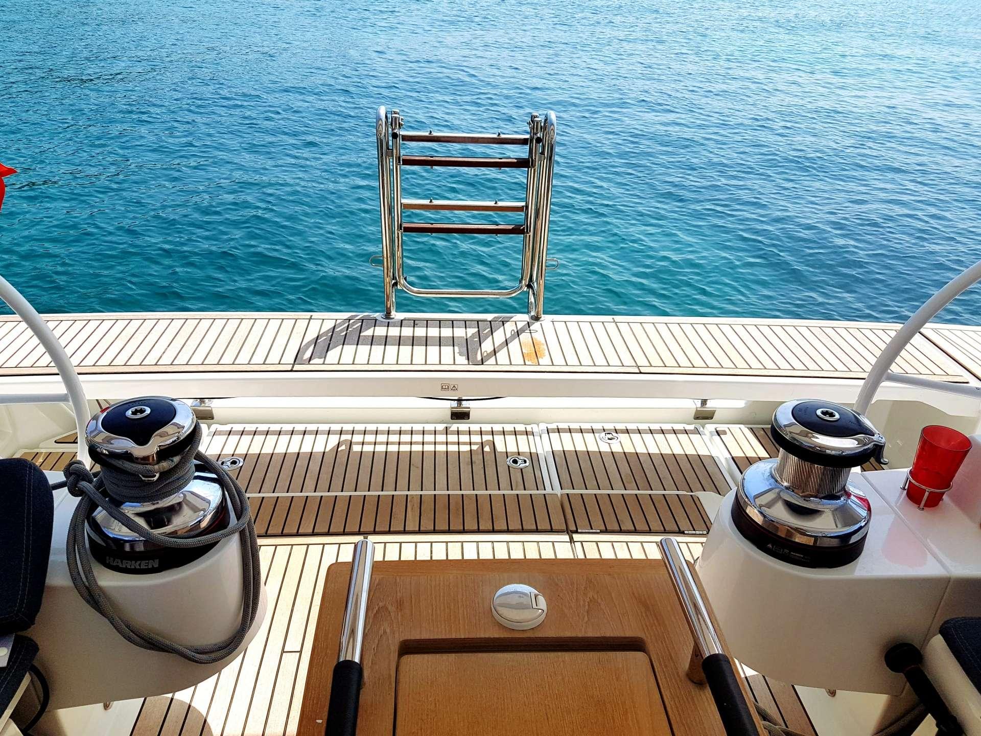 Top Swim Deck