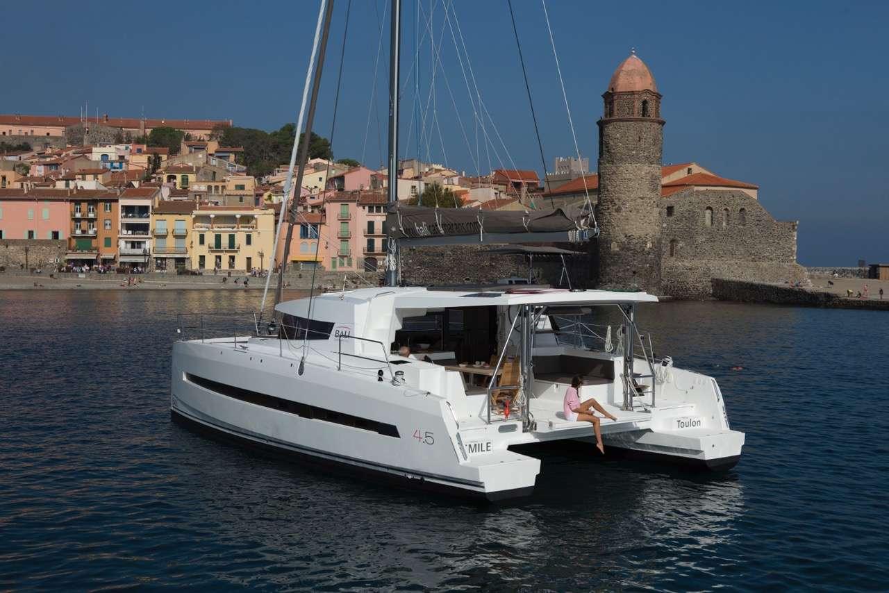 Yacht charter Medcat4