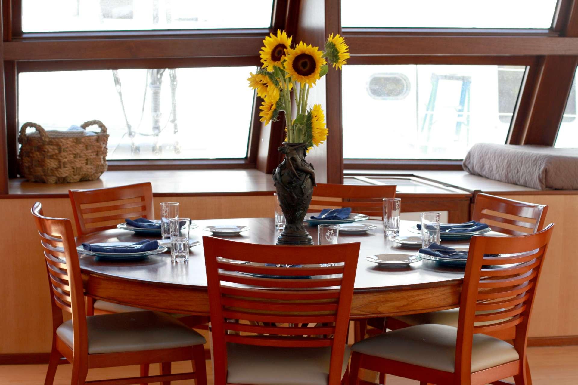 Yacht charter Argo Navis