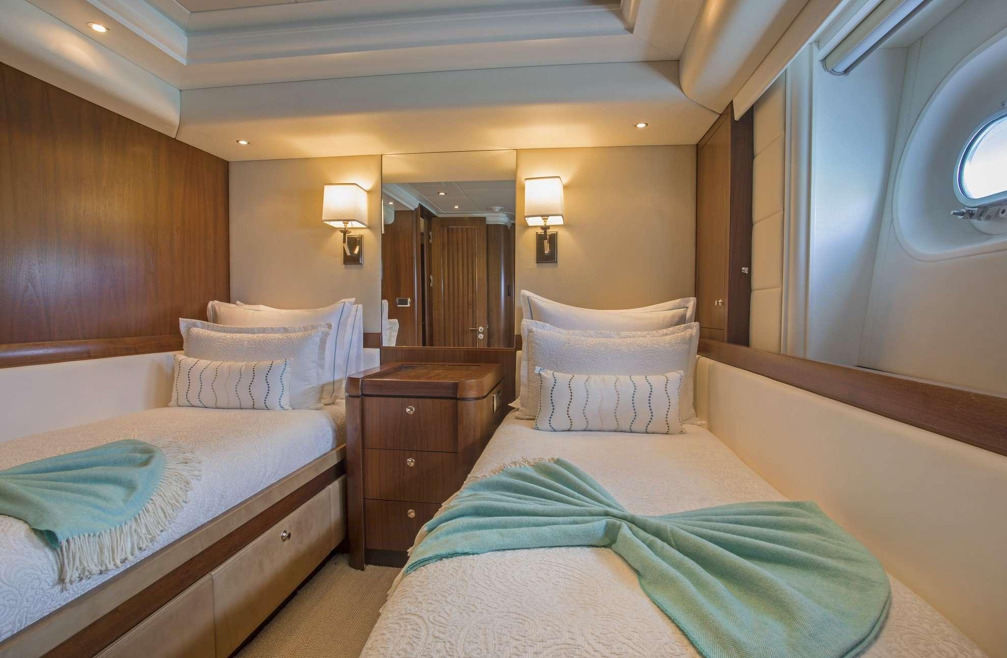 motor yacht Pura Vida