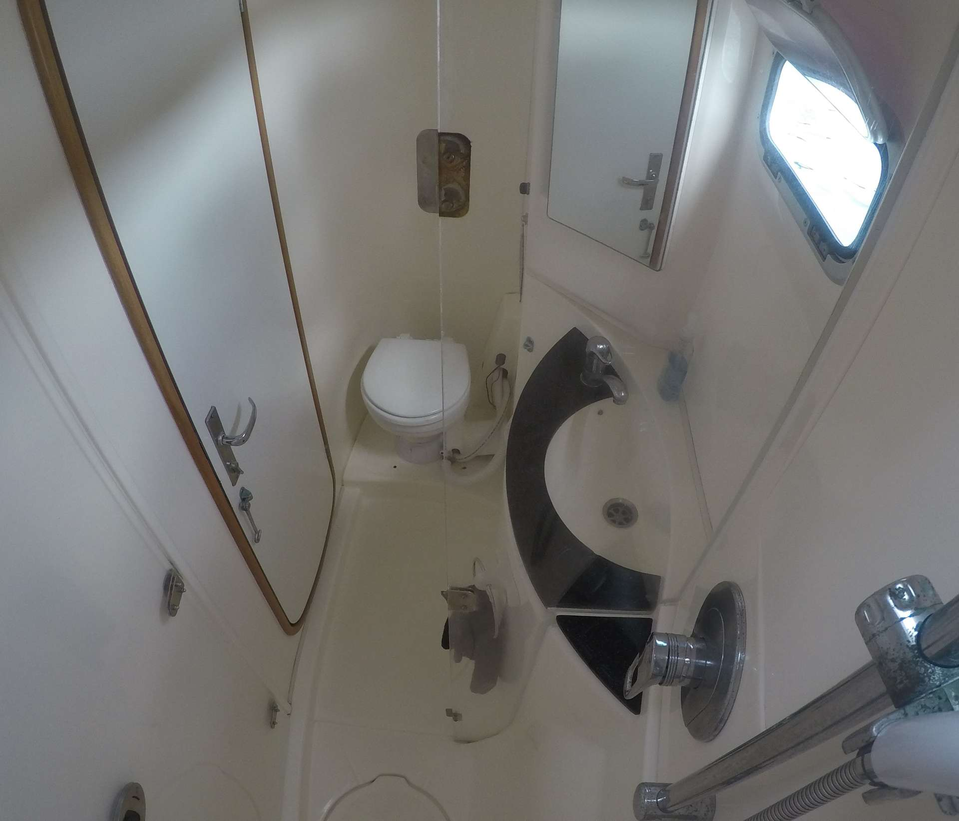 Guest head with dry shower stall