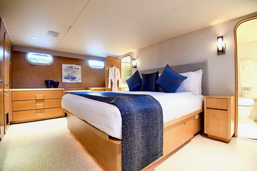King Master Stateroom w/ His & Hers