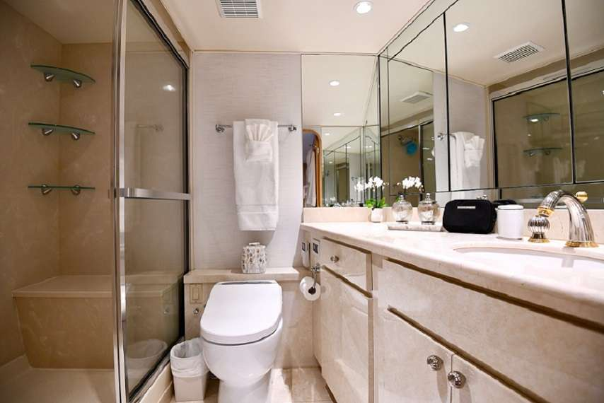 One of two Master En-Suites (Tub and Shower)