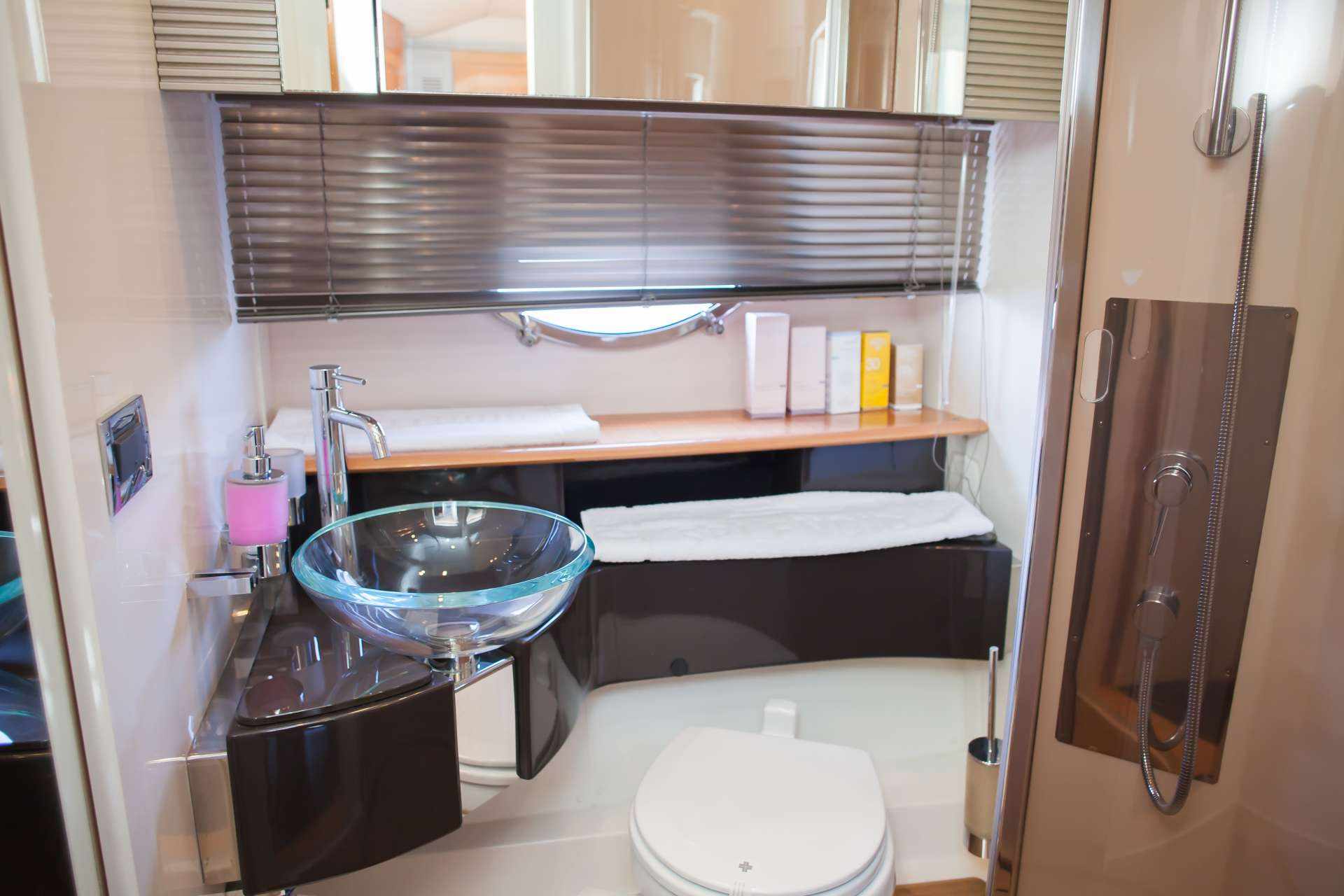 Bathroom Master Cabin