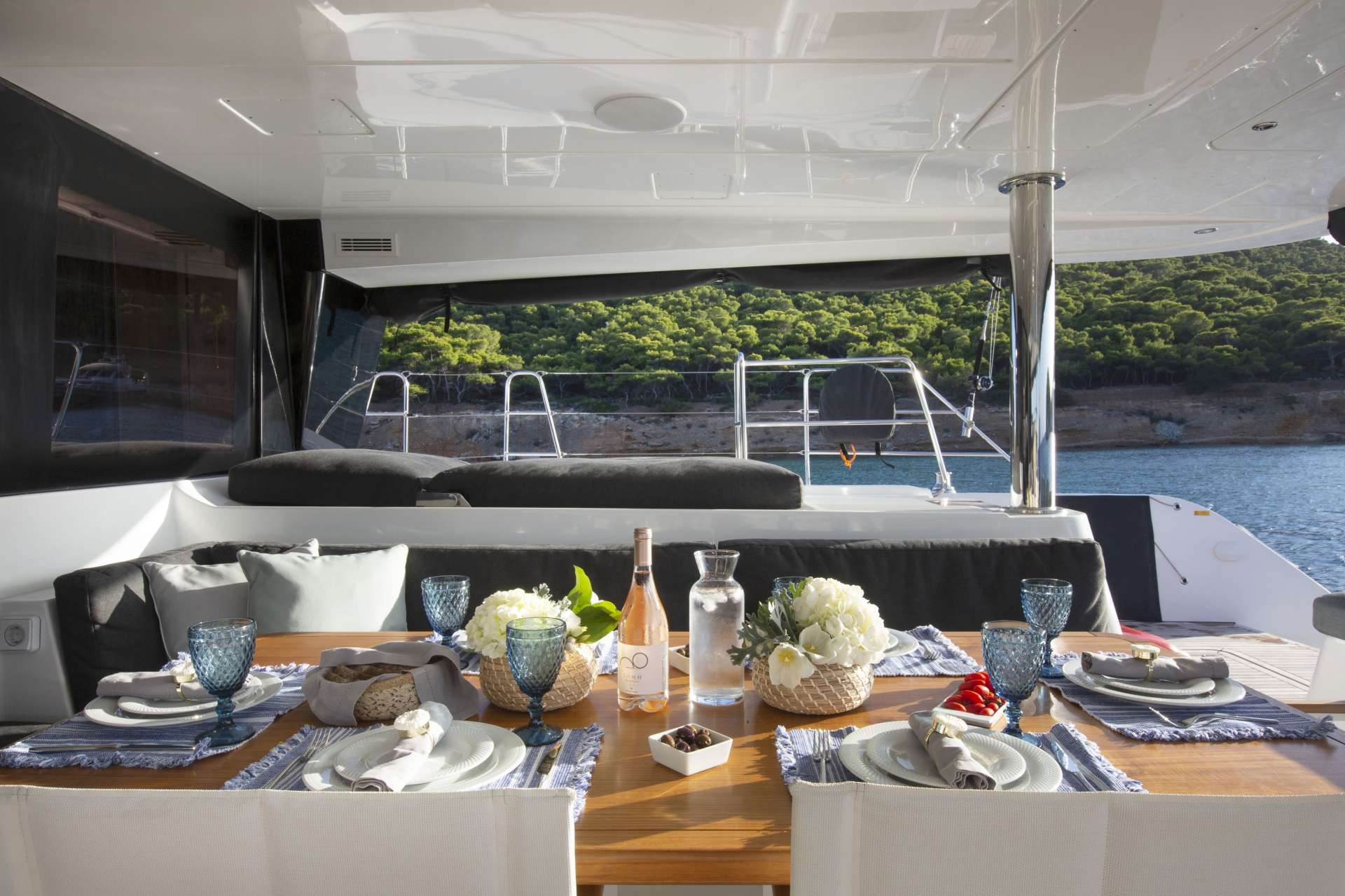 Yacht charter Phantom
