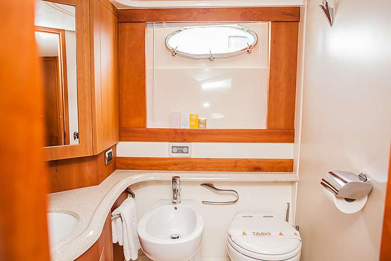 Bathroom Master Cabin