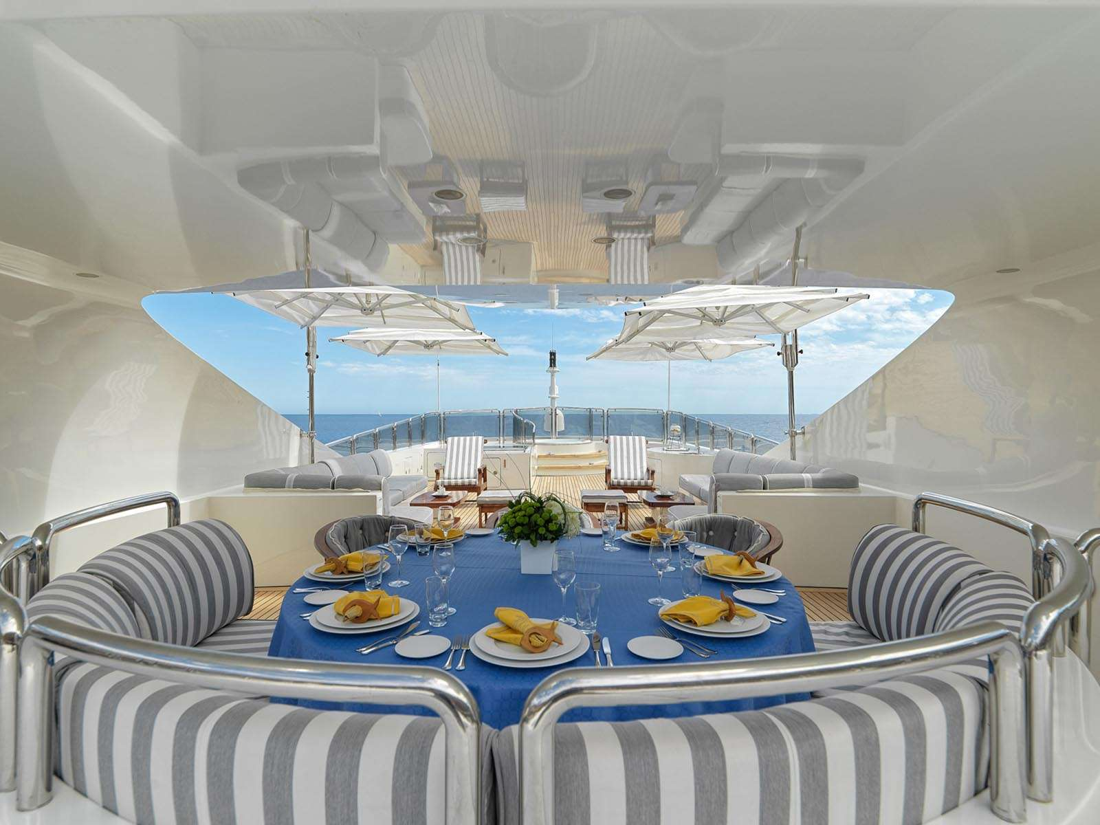 Upper deck dining