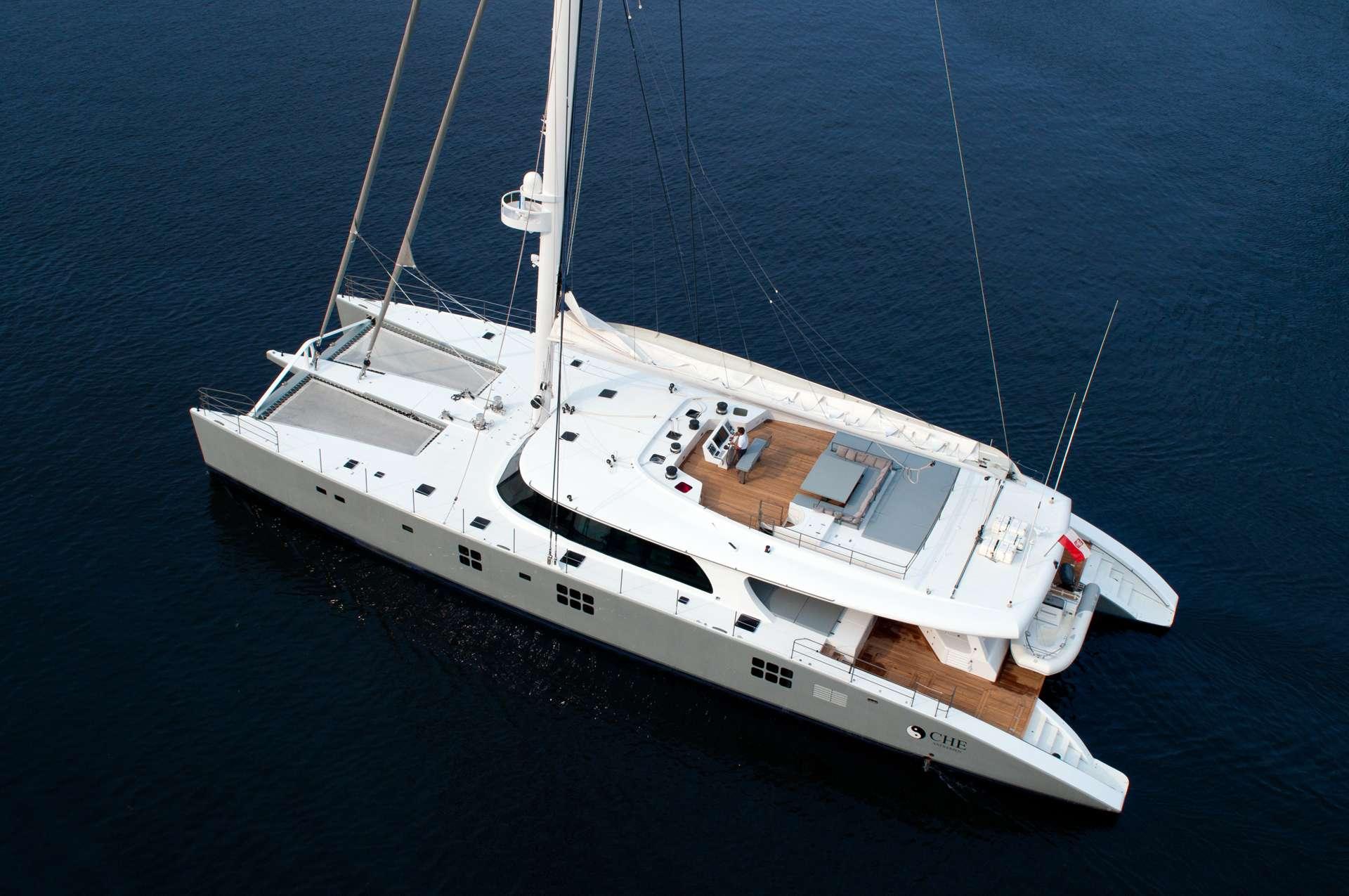 Catamaran Charter Che