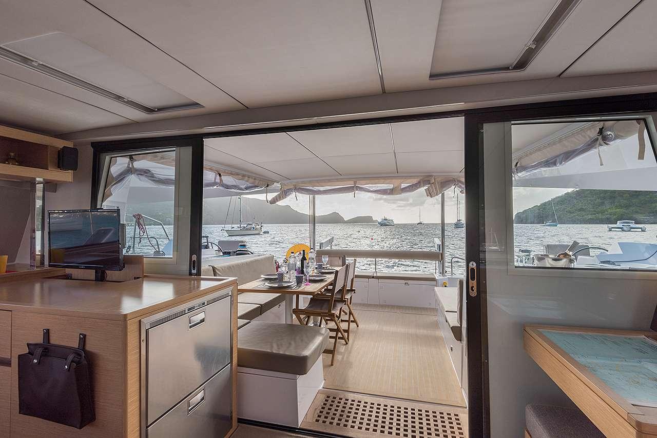 Catamaran Charter Flo