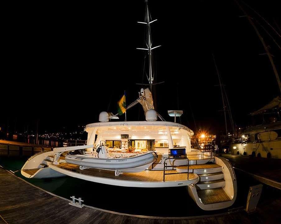 Catamaran Charter Blue Gryphon