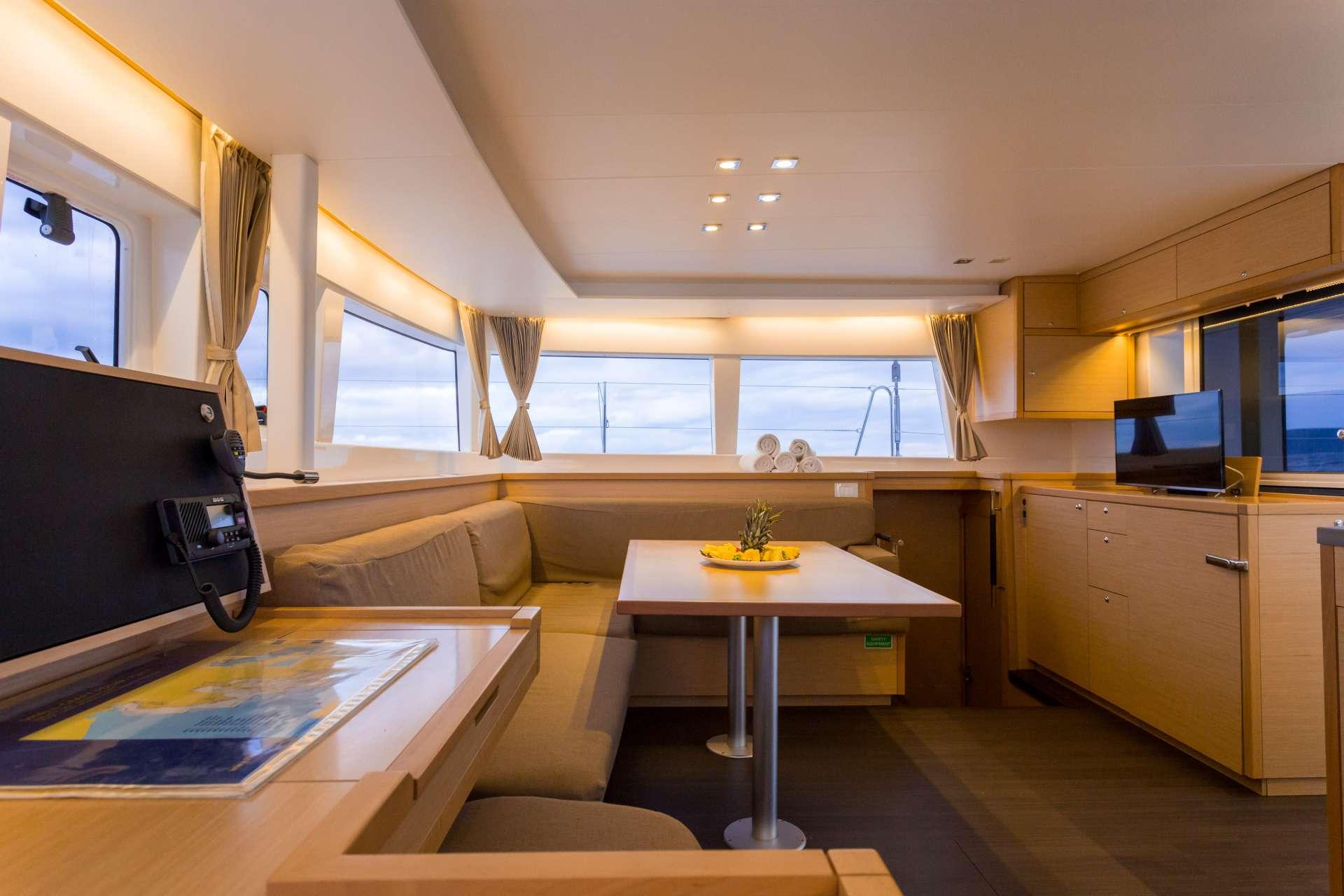 Catamaran Charter Lu Lu