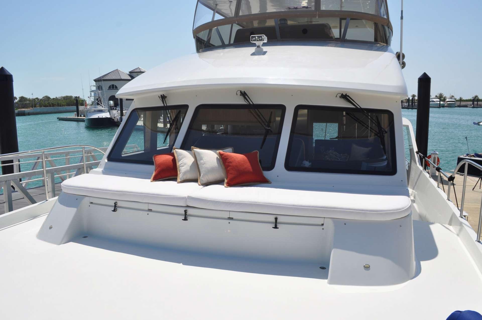 motor yacht Illiquid