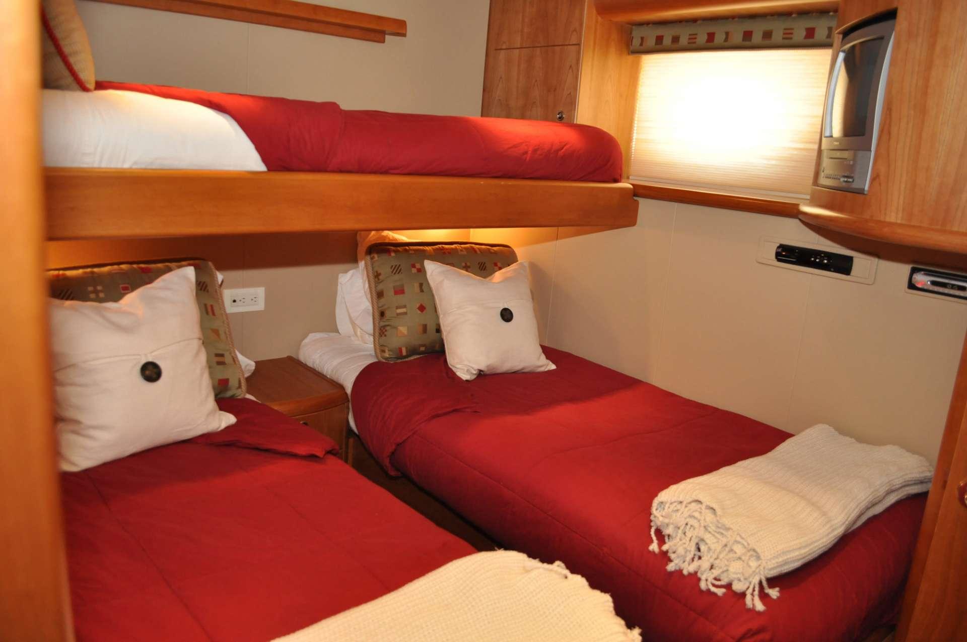 ILLIQUID - Triple cabin