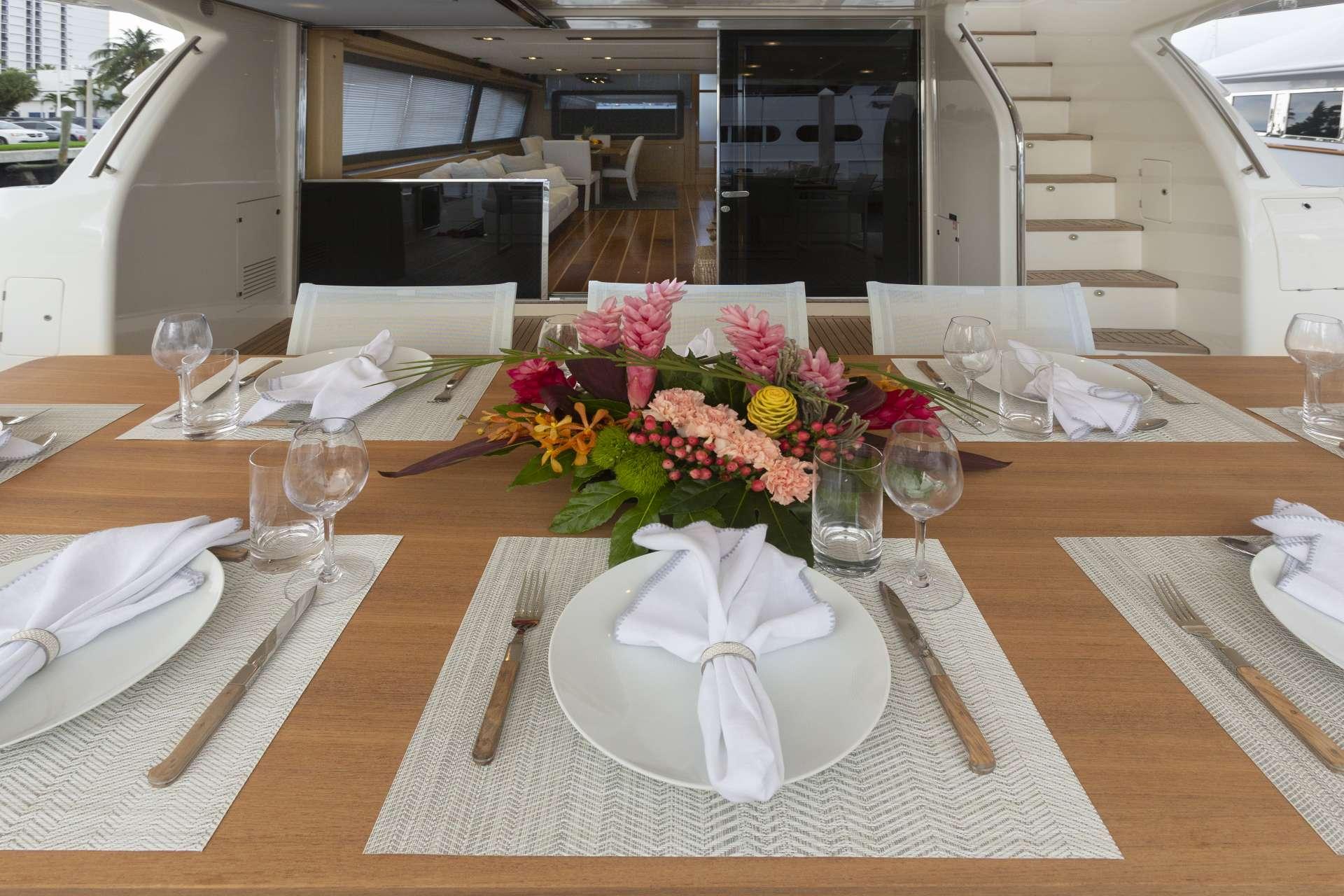 Main Deck Aft Dining Details