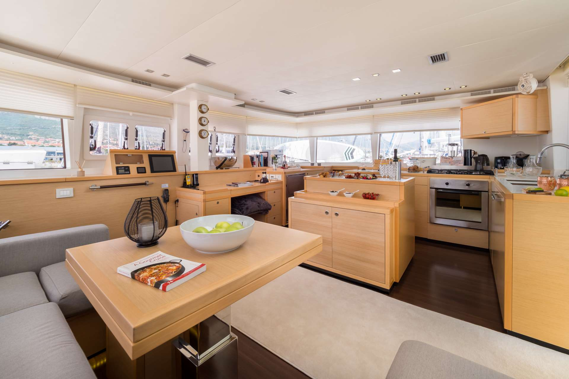 Catamaran Charter Arctic Queen