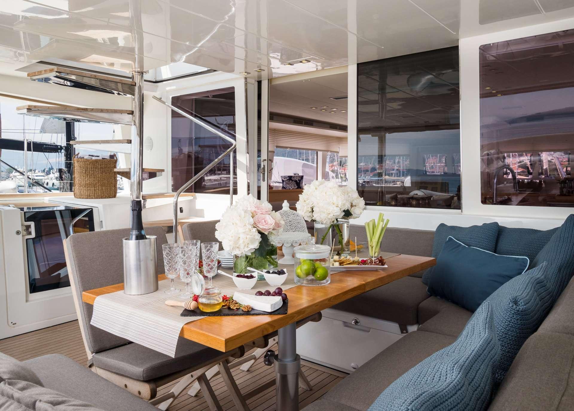 Yacht charter Arctic Queen