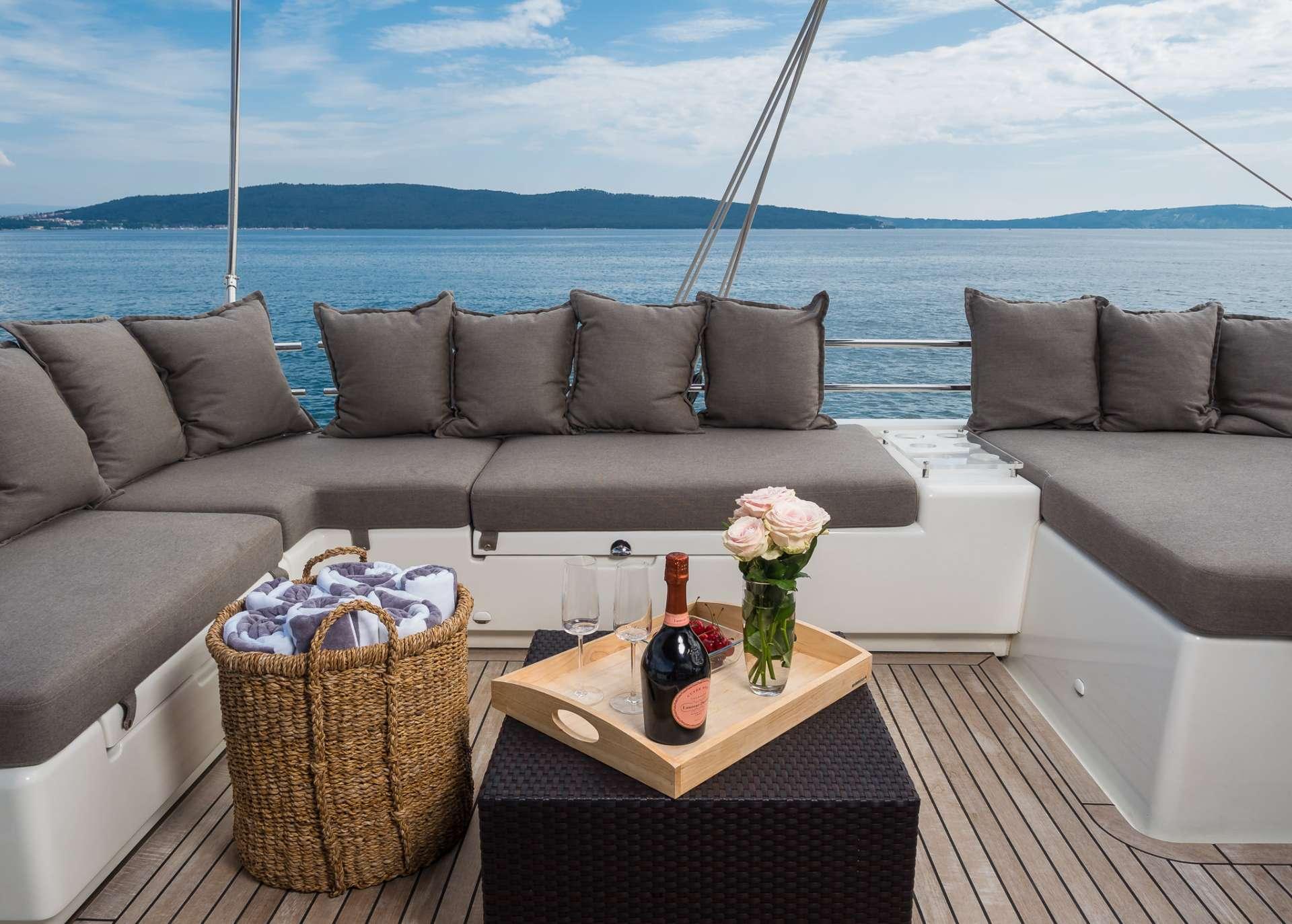 Catamaran Arctic Queen