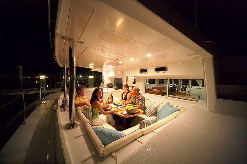 Yacht charter Twin Pride