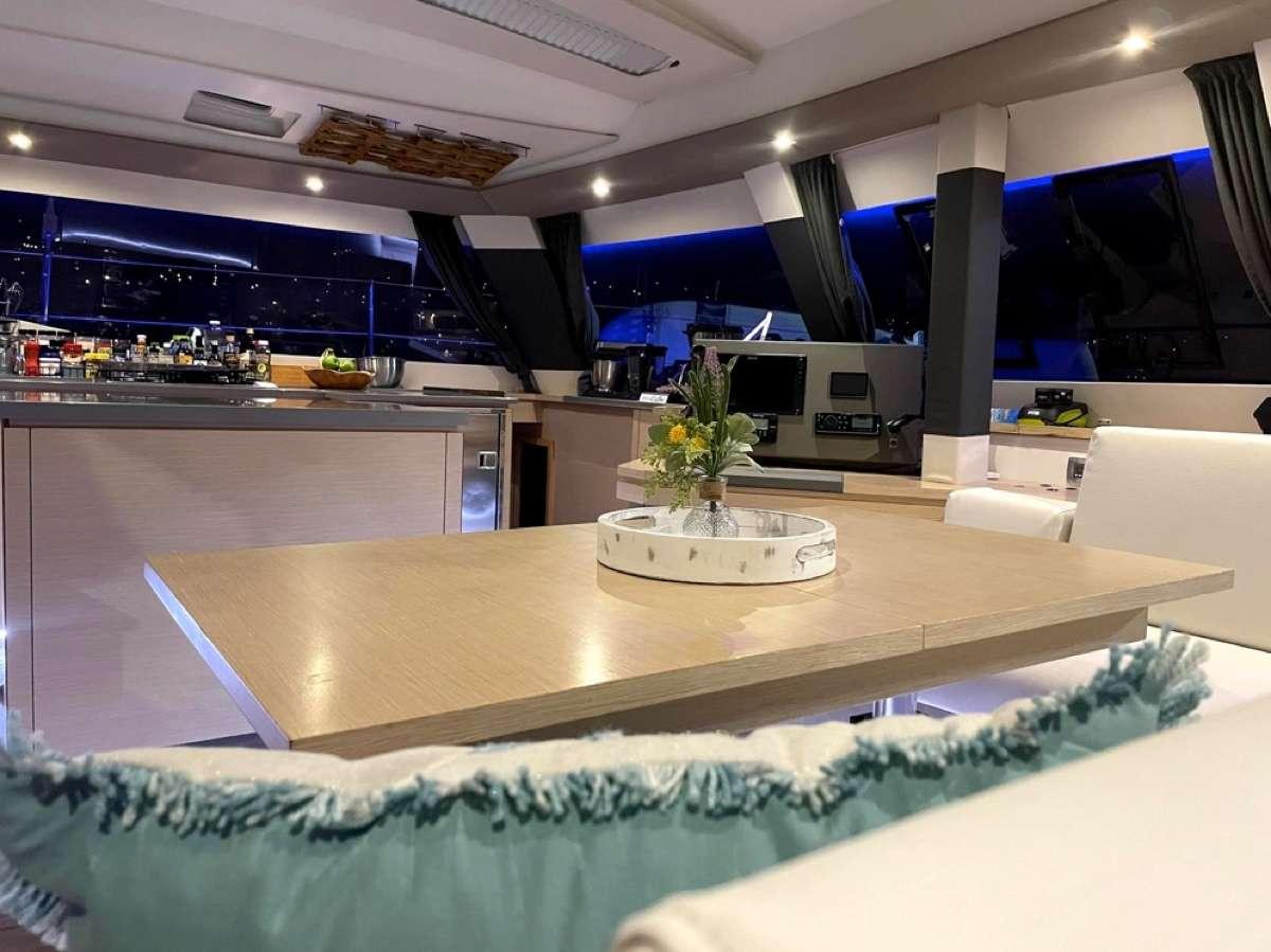 Catamaran Sea Dragon