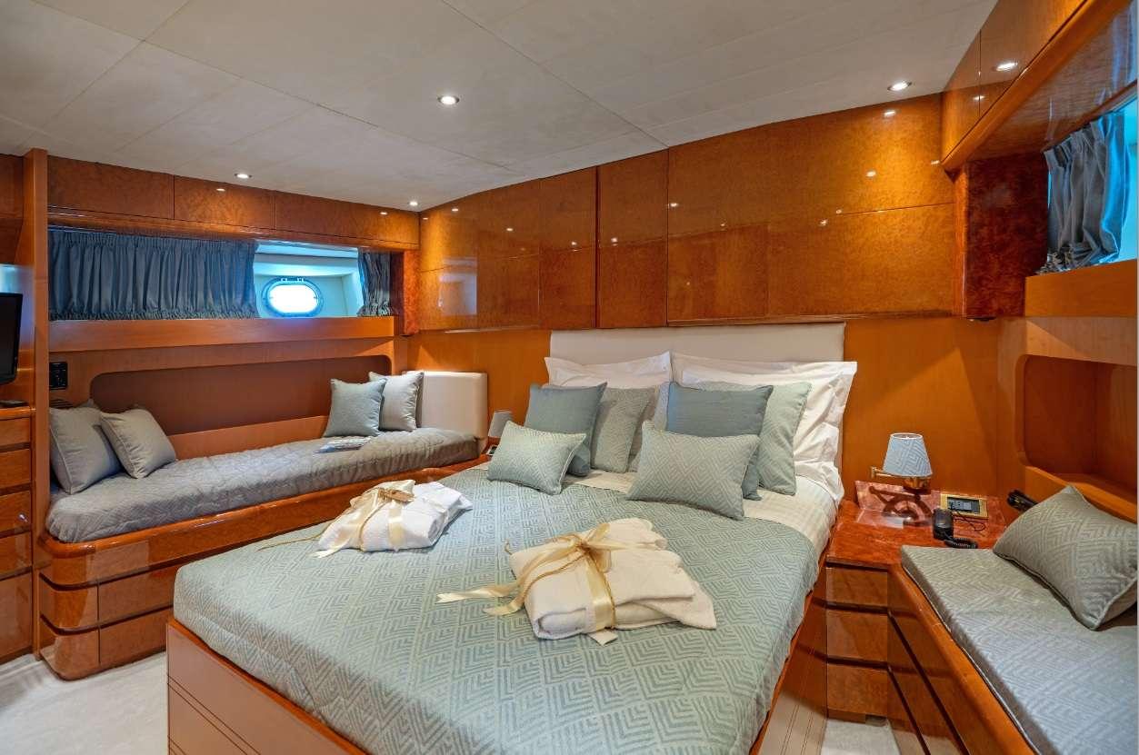 motor yacht ALANDiNi