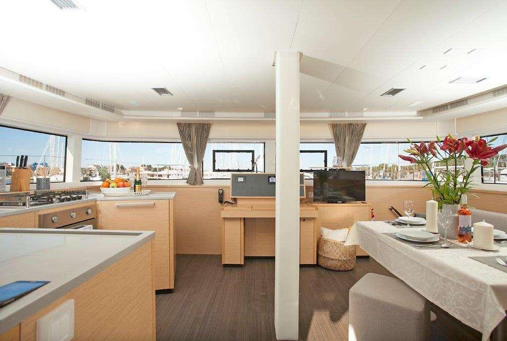 Catamaran Charter Great Salsa